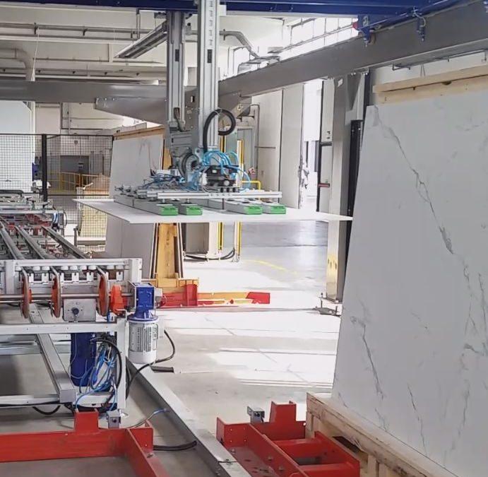 Pallettizzatore per grandi formati di ceramica XXL da 500kg – Automazione Industriale