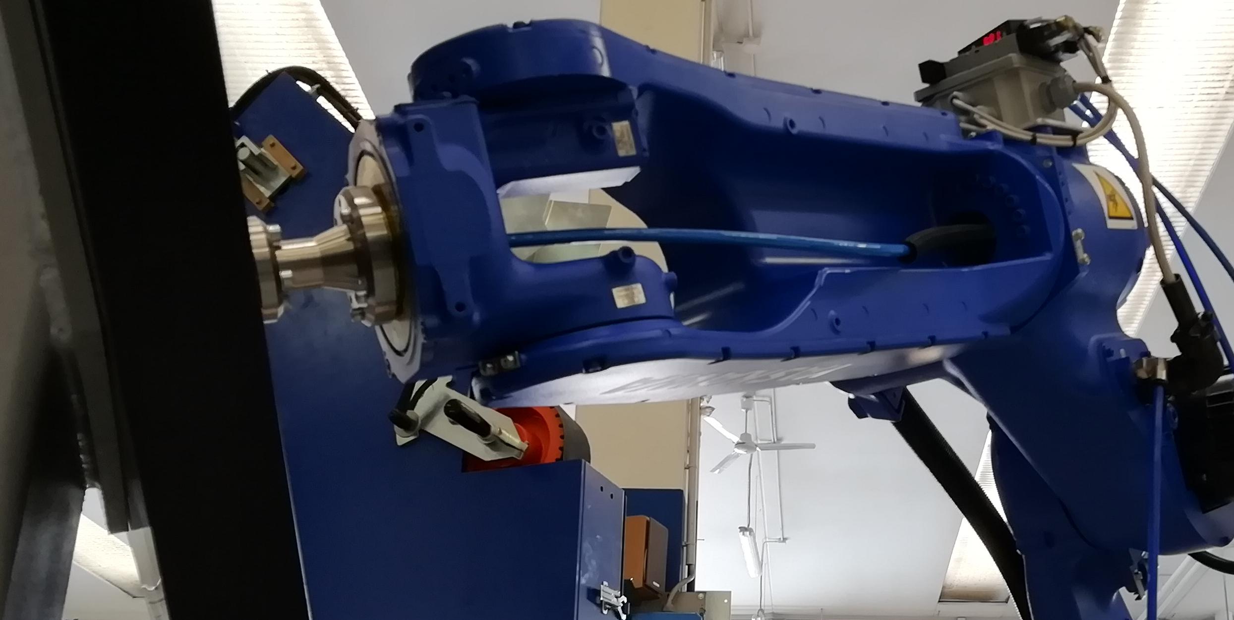 Robot per lucidatura e finitura superficiale di metalli, vetri, plastiche e compositi.