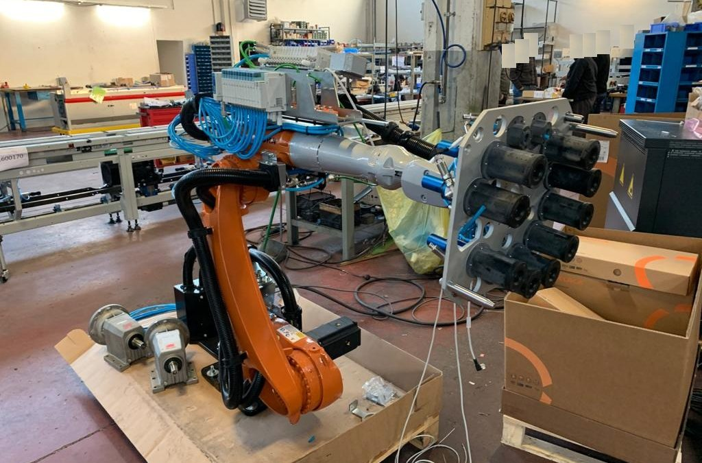 Robotic Working Station (Kuka) Industry 4.0, Rubber moulded Parts Extraction – Automotive – November 2019
