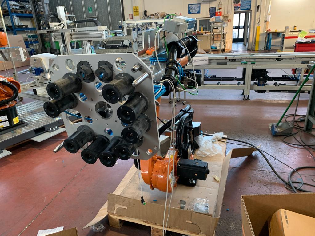 Robot ed automazioni su misura per lavorazione e stampaggio materie plastiche.
