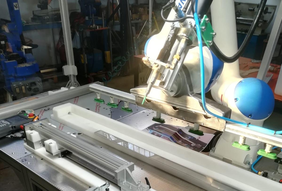 Robot antropomorfi e robot collaborativi (cobot) su misura per specifici impieghi industriali.