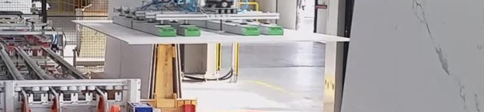 Robot, isole di lavoro robotizzate ed automazioni per lavorazioni ceramiche.
